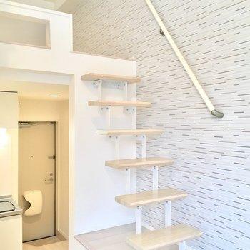 階段のぼります!キッチンはおりたところにあるのですね!