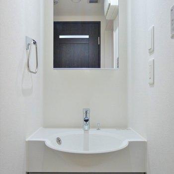 スマートな洗面。※写真は別室です。