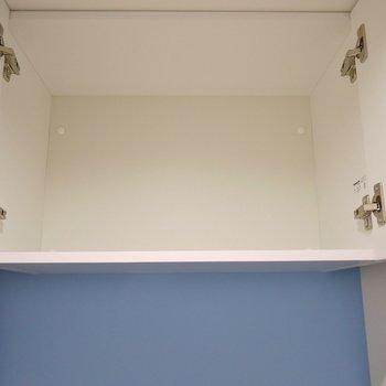 上には物入れ。※写真は別室です。