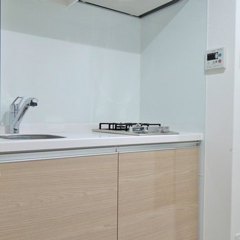 スタイリッシュにきめたキッチン。※写真は別室です。