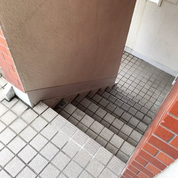 2階まではこの階段をのぼって。