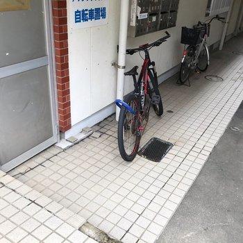 建物1階に駐輪場があります。
