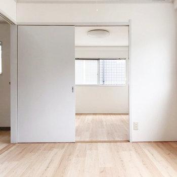 6帖の洋室にはそれぞれ大きなベッドが置けますよ。