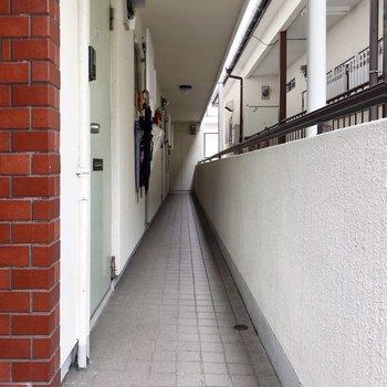 階段登って1番奥のお部屋です。
