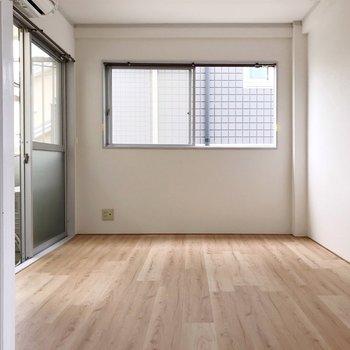 収納のある洋室の隣も6帖と広々。