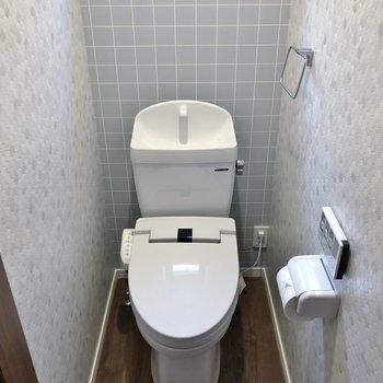トイレに小窓があるのも好印象。