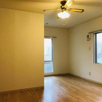 リビングルーム 照明の明かりで優しい空間に♪