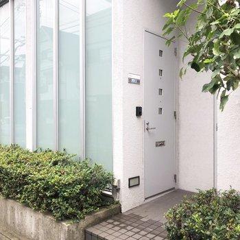 戸建のように、道路から直接お部屋に入ることができます。