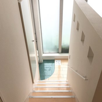 階段を下っていきましょう。