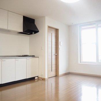 シンプルに白の家具はどう?