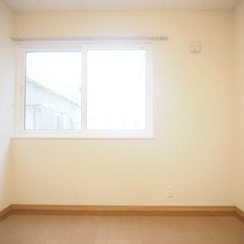 さて、ここは洋室②。さっきよりちょっと広めの6帖!