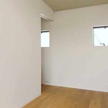 【上階】コンパクトに。寝室にちょうど良さそう。