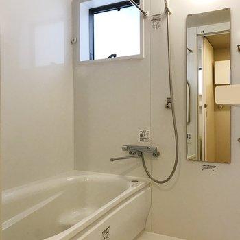 【下階】浴槽が広いお風呂。