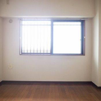【洋室】洋室には優しい光が入ってきます