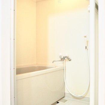 真っ白な浴室