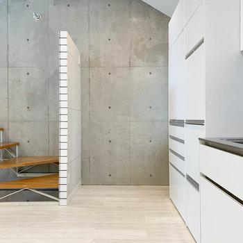 【2階】左側に冷蔵庫置き場です。※写真は前回募集時のものです