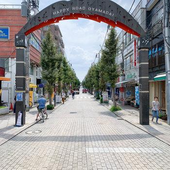 尾山台駅には商店街もあります。