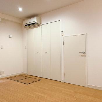 【地下1階】窓の近くには収納があります。※写真は前回募集時のものです
