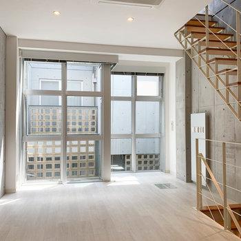 【2階】ちなみにリビングのエアコンは天井に埋め込まれています。※写真は前回募集時のものです