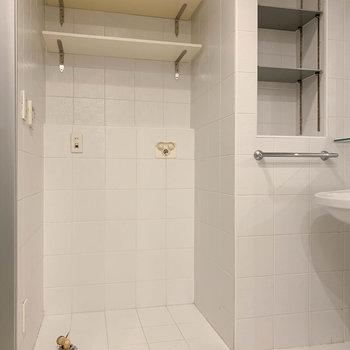 洗面台の左に洗濯機置き場です。※写真は前回募集時のものです