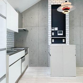 【2階】調理スペースとは別に、後ろにも作業台があります。※写真は前回募集時のものです
