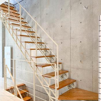 さて、それでは2階の階段を登って屋上へ行ってみましょう。※写真は前回募集時のものです