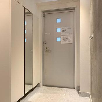 玄関は1階廊下と繋がっています。※写真は前回募集時のものです