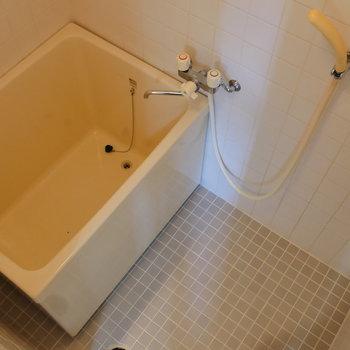 レトロな浴室。