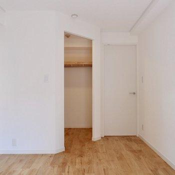 【洋室】扉がなくても気にならなそうな収納です◎※写真は前回募集時のものです。