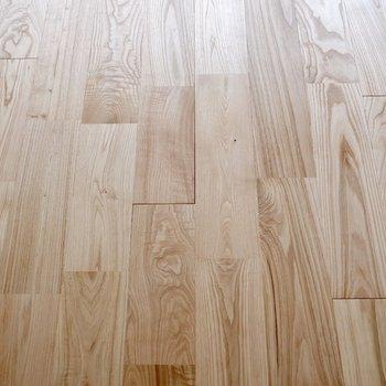 床はヤマグリ無垢材を!※写真は前回募集時のものです。
