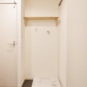 洗濯機置場上も棚がついています!※写真は前回募集時のものです。
