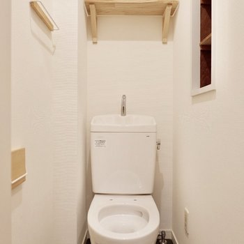 トイレ上も棚がついて使いやすそう!もちろん便座はついています!※写真は前回募集時のものです。
