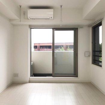 邪魔のない透き通った白※写真は地下1階の同間取り別部屋のものです