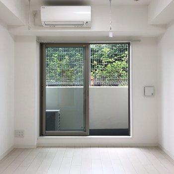 あなたのお気に入りの家具を置いてください。きっと似合うはず。※写真は地下1階の反転間取り別部屋のものです