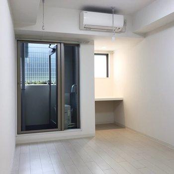 白で統一されています※写真は地下1階の同間取り別部屋のものです