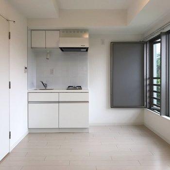 【LDK】真っ白なお部屋があなたを待っています。※写真は1階の同間取り別部屋のものです