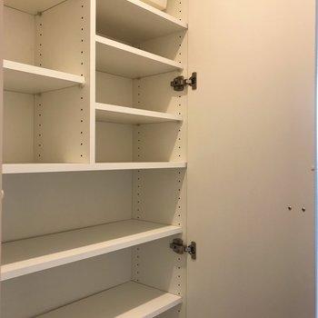 玄関のシューズボックスには沢山靴が入りそうです!※写真は1階の同間取り別部屋のものです