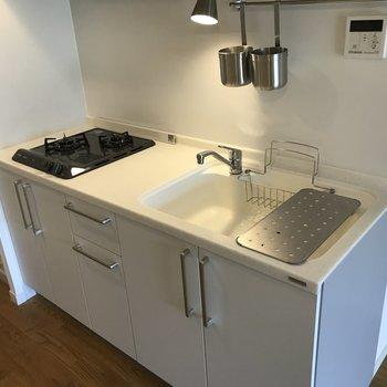 二口ガスキッチン。作業スペースもしっかりありますよ。
