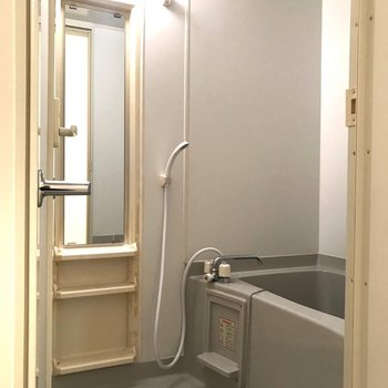 シャンプーなどが置ける場所があっていいですね※写真は7階の同間取り別部屋のものです