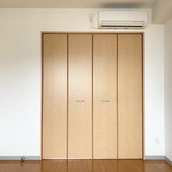 【洋室】廊下の収納がコンパクトだからココの収納を有効活用!