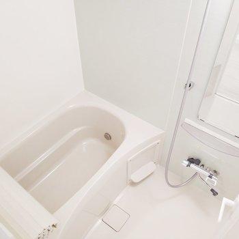 浴室乾燥機で雨の日も安心!※写真は9階の同間取り別部屋のものです
