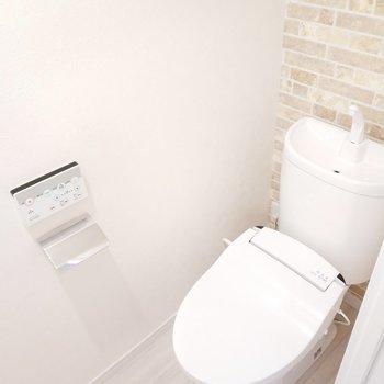 ウォシュレット付きで嬉しいトイレ。※写真は9階の同間取り別部屋のものです