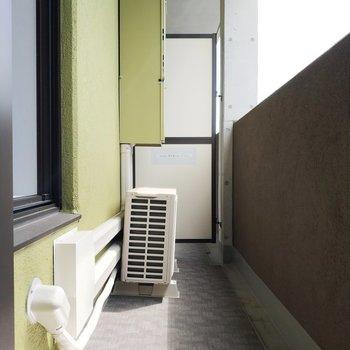 ベランダの色合いが素敵。※写真は9階の同間取り別部屋のものです