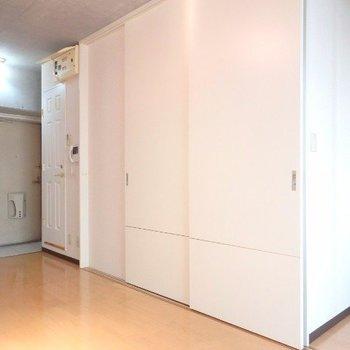 キッチンは隠せます!(※写真は5階の反転間取り別部屋のものです)