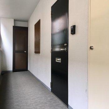 玄関には、テレビモニターフォン付きです。