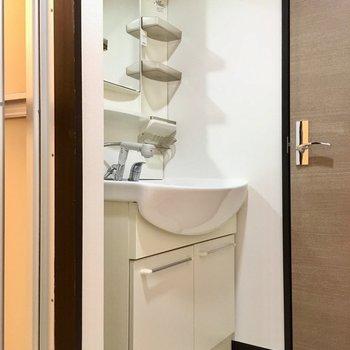 洗面台はしっかり独立で、シングルレバー!