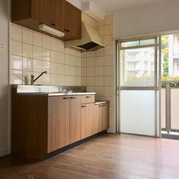こちらはキッチンスペース。窓もあるので換気もしっかりできます。(※写真は清掃前のものです)