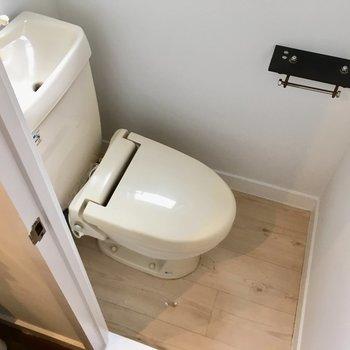 トイレはすこしコンパクト。(※写真は清掃前のものです)