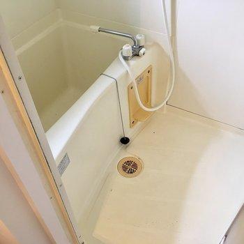 お風呂は普通サイズかな?(※写真は清掃前のものです)