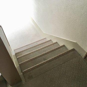 1階ですが4段だけ階段を登ってね。